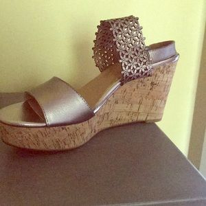 9a5b2c882ee Brand new high wedge sandals